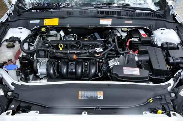 Mais barata que a Titanium, a versão que consome tanto gasolina quanto etanol anda bem com os dois combustíveis