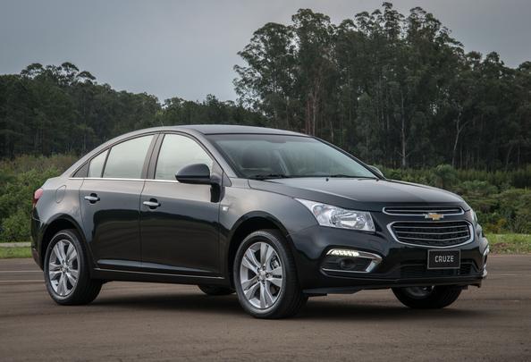 Modelo global da Chevrolet mais vendido no mundo, o Cruze passou no Brasil, em novembro de 2014, por sua primeira grande evolução