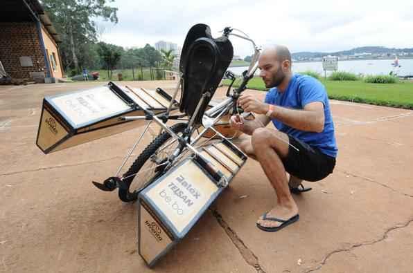 Bicicleta anfíbia pode ser solução para quem precisa cruzar lagos ou lagoas