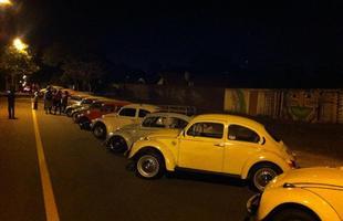 Dezenas de Fuscas celebraram o aniversário em desfile noturno
