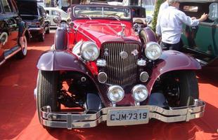 Encontro e desfile reuniram dezenas de veículos em Itabirito, Região Central de Minas Gerais. O encontro faz parte das comemorações do aniversário da cidade no 7 de setembro de 2015