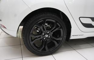 Renault Sandero R.S. e Sandero GT Line exibidos antes do lançamento em concessionária da marca