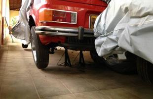 Caçador de relíquias encontra chácara com carros antigos em SP