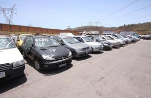 Veículos foram apreendidos no Detran para pagar dívidas trabalhistas de ações no TRT. Toyota Hilux e Hyundai i30 em bom estado são destaque do leilão em Minas