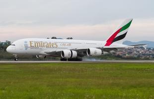 Maior avião de passageiros do mundo, Airbus A380 da Emirates fez voo Dubai a São Paulo neste fim de semana. Avião recebeu 'batismo' em Guarulhos