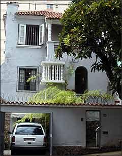 Empresas que avaliam motoristas, como esta na Rua dos Timbiras, têm permissão questionada - Juarez Rodrigues/EM - 28/12/2006