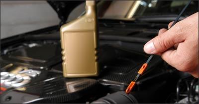 É preciso atenção na leitura da vareta, pois se o nível estiver entre as marcas Max e Min, não é necessário adicionar óleo, que deve ser recomendado pelo manual - Baluarte Assessoria/Divulgação