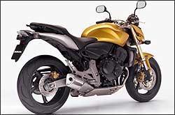 Motor agora é o da CBR 600 RR 2007, com injeção eletrônica. Já os freios podem ter opcionalmente sistema ABS -