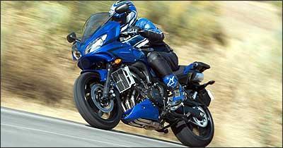 Semicarenagem, baseada nas superesportivas, proporciona melhor aerodinâmica - Fotos: Yamaha/Divulgação