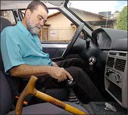 Para dirigir, Nestor Leite precisa de adaptação que dispense embreagem - Marcelo Sant anna/EM - 16/11/06