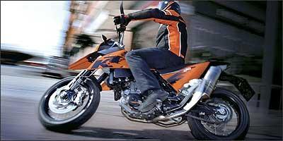 Com 63 cv, trata-se do motor mais potente monocilindro do mercado - Fotos: KTM/Divulgação