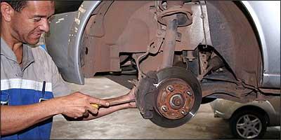 Na revisão do sistema de freios é importante verificar o estado das pastilhas e dos discos, para não ter surpresas depois - Marlos Ney Vidal/EM - 23/11/06