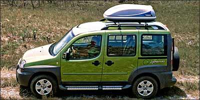 Quando a capacidade do porta-malas se esgota, bagageiro do teto é opção - Fotos: Fiat/Divulgação