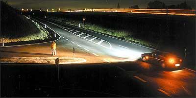 Dirigir à noite exige atenção redobrada e o sistema de iluminação deve estar em ordem para favorecer a visibilidade - Opel/Divulgação