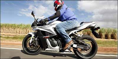 Modelo ficou mais compacto e confortável, com guidão mais alto - Fotos: Caio Mattos/Honda/Divulgação