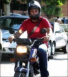 Não será mais permitido capacete com viseira levantada e sem óculos de proteção - Marcos Michelin/EM - 1/9/05