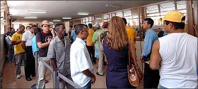 Quem não tem acesso à internet precisa ir ao Detran para marcar exame médico - Jair Amaral/EM - 16/10/06
