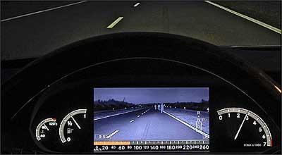 Visão noturna: tela no painel mostra o que o olho não vê - Fotos: Bosch/Divulgação