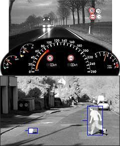Placas indicativas de velocidade são reproduzidas no painel e alertam condutor. Já a câmera inteligente sabe que