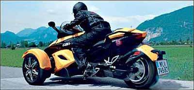 Postura do piloto é praticamente a mesma sobre uma moto, mas não exige equilíbrio.Spyder tem controle de tração, ABS e chave codificada -