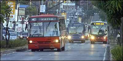 Deputado acredita que faróis acesos ajudam a reduzir o número de acidentes no trânsito urbano e nas estradas  - Marcos Michelin/EM - 22/6/07