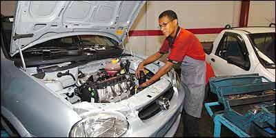 Durante as revisões preventivas, peça ao mecânico para verificar estado da correia que liga o alternador à polia do motor - Jair Amaral/EM - 27/9/05