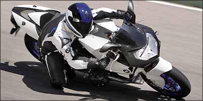 Modelo pode inclinar e até raspar o cabeçote - Fotos: BMW/Divulgação