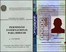 Documento emitido pelo Detran é o único legítimo e válido para conduzir no exterior - Fotos: Reproduções