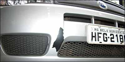 Fiat faz a troca de pára-choques que descascam, mas espera proprietários irem até revendedores autorizados - Auremar de Castro/EM - 26/1/07