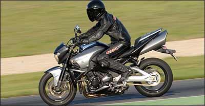 Motor tem quatro cilindros em linha e duas opções de gerenciamento eletrônico - Suzuki/Divulgação