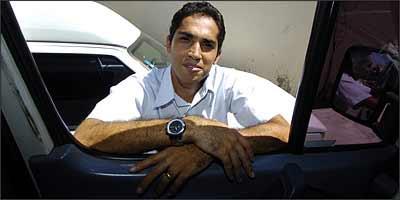 Rodrigo gastou mais de R$ 3 mil e tem quatro carros monitorados pela Crown Telecom - Euller Júnior/EM - 12/2/08