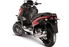 Câmbio e embreagem são automáticos, como nos scooters tradicionais -