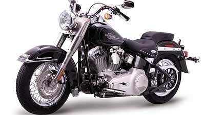 Heritage Custom tem aros de 16 polegadas e banco do tipo dois andares - Fotos: Harley-Davidson/Divulgação