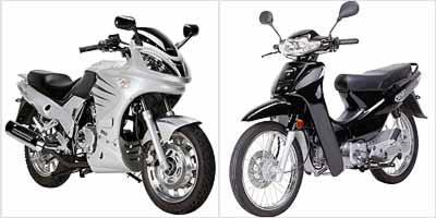 Motoneta Easy 110 (preta) vem equipada com câmbio rotativo, partida elétrica e freio a disco dianteiro. Modelo Sport 150 (prata) tem porte avantajado e parece maior do que é -