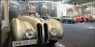O 328 cabriolet, apresentado como protótipo em 1936, é um dos destaques do acervo da BMW: foi o primeiro a ter motor com cabeçote de liga leve de série - Fotos: BMW/Divulgação