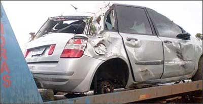 Stilo de Eden Mark perdeu a roda traseira esquerda, provocando grave acidente - Polícia Militar Rodoviária de Minas Gerais