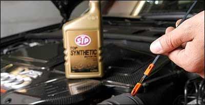 Se a vareta indica o n�vel correto e a luz vermelha acende, motor pode estar prestes a fundir - Baluarte Assessoria/Divulga��o
