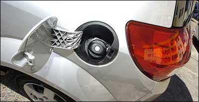 Ruído no veículo de André Eugênio fica mais forte quando abastecido com gasolina - Euler Junior/EM/D.A Press - 02/07/08