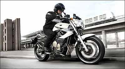 No visual, um enorme farol dianteiro, com formato em V - Fotos: Yamaha/Divulgação