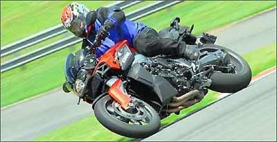 Controle de tração, freios ABS e assistente de câmbio são algumas mordomias eletrônicas - Miguel Costa Jr./BMW/Divulgação