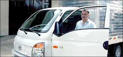 Empresário Ronaldo de Oliveira teve dificuldades para encontrar a carcaça da caixa de marchas do seu caminhão leve HR - Sidney Lopes/EM/D.A Press