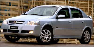 Os rolamentos dos Astra equipados com rodas aro 16 se desgastam e como a troca deve ser feita junto com os cubos, a operação é dispendiosa - Fabio Gonzalez/Chevrolet/Divulgação
