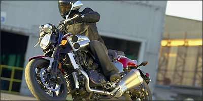 A nova V-Max tem vocação para arrancadas ao estilo dragster - Yamaha/Divulgação