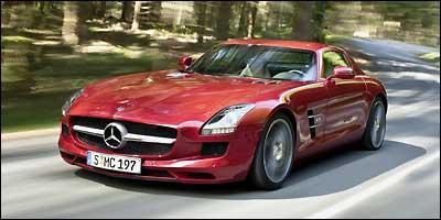 Frente longa com ampla grade confere ao modelo aspecto aerodin�mico e agressivo (Fotos: Mercedes-Benz/Divulga��o)