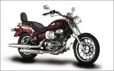 Custom V-Blade chega com novo estilo e motor com injeção eletrônica -