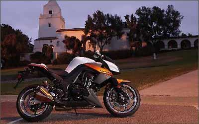 O motor de 1.046 cm³ oferece 138 cv a 9.600 giros e 11,2 kgfm a 7.800 rotações -