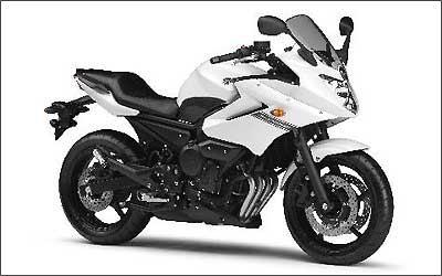 A versão semicarenada é batizada como Diversion, moto que chegou a ser trazida na década de 90 -