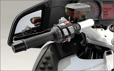 O guidão de uma moto funciona como uma espécie de alavanca - BMW/Divulgação