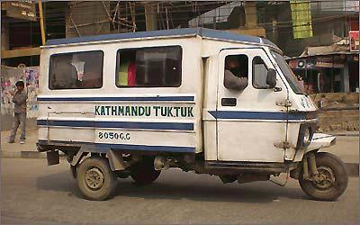 Em Katmandu, no Nepal, o modelo também é popular e aparece até com carroceria fechada -