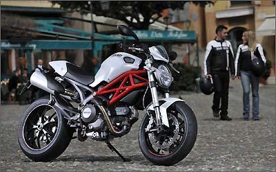 O inconfundível quadro treliçado é o ponto de personalidade da Ducati Monster -